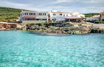 Vista del hostal desde el mar