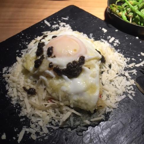 Huevos con trufa y parmesano-tapas