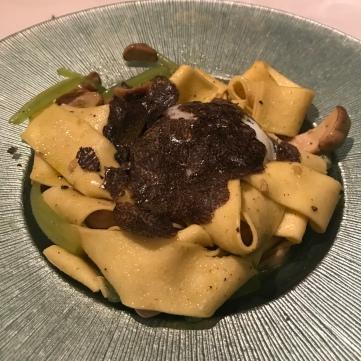 Boletus con pasta fresca, borrajas, huevo de corral y trufa