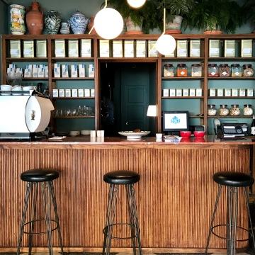 Local y máquina de café marzocco de Café Angélica.