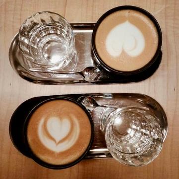 Chai Latte + Flat latte de Misión Café.