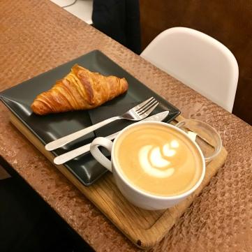 Café latte+croissant